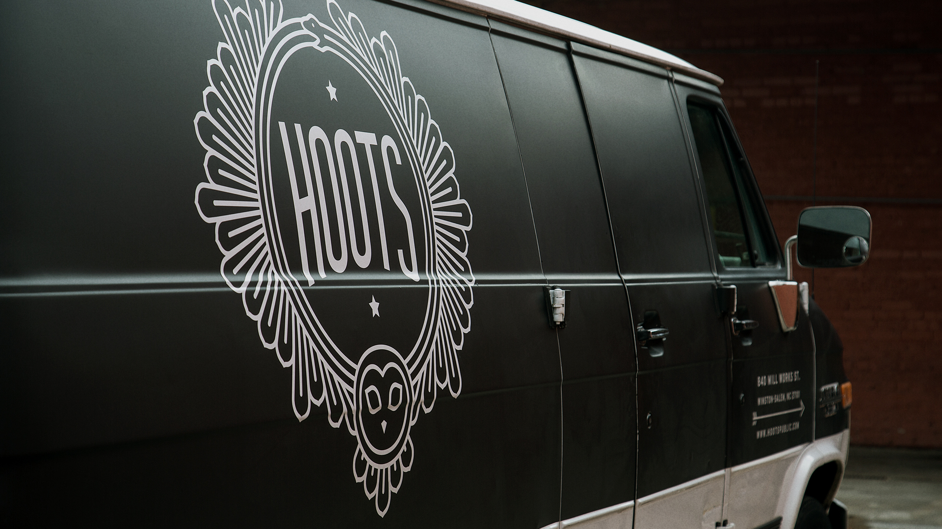 Hoots Van Side Detail Alt